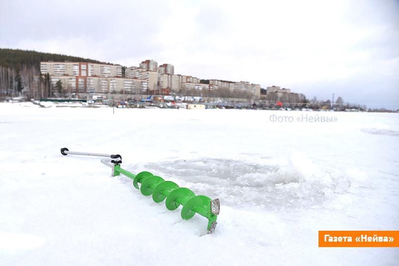 Под лёд Верх-Нейвинского пруда провалился рыбак