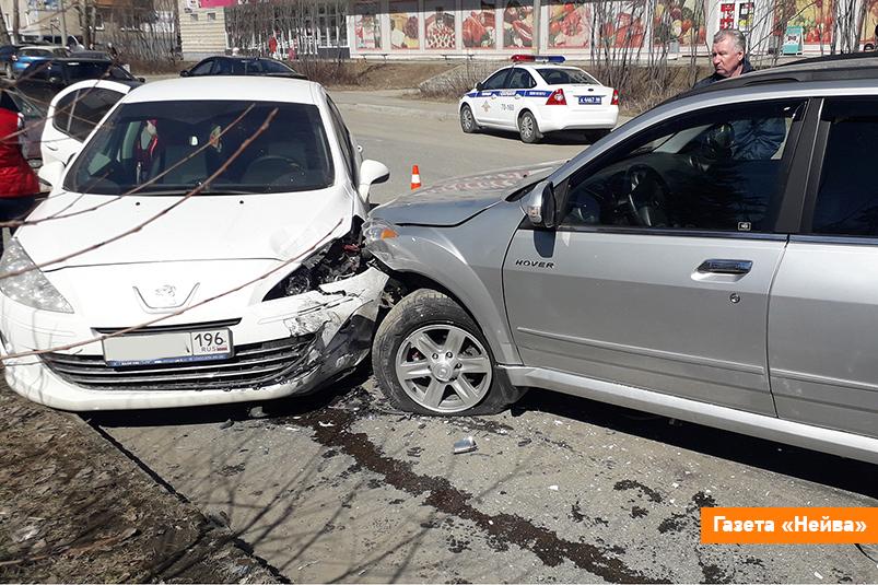 Один наезд на три автомобиля в Новоуральске